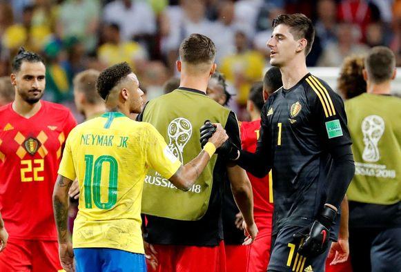 Neymar en Courtois nadat België vorig jaar de kwartfinale van het WK had gewonnen tegen Brazilië.