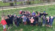 Leerlingen Klavertje 3 planten 300 bomen en struiken voor hun speelweide