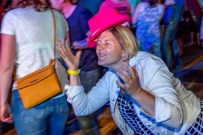 Slotfeest Fendertse week in tent aan Kadedijk Achter de graagbeurs.