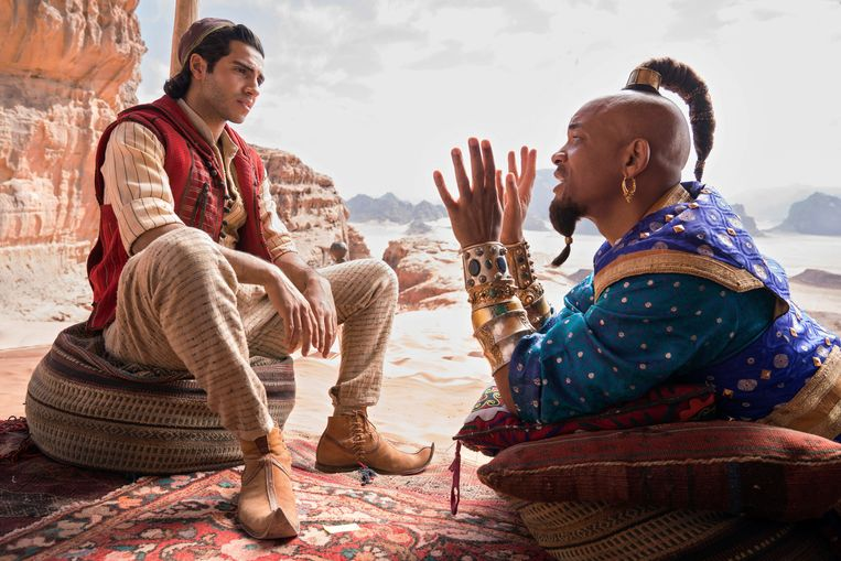 Mena Massoud als Aladdin en Will Smith als Geest