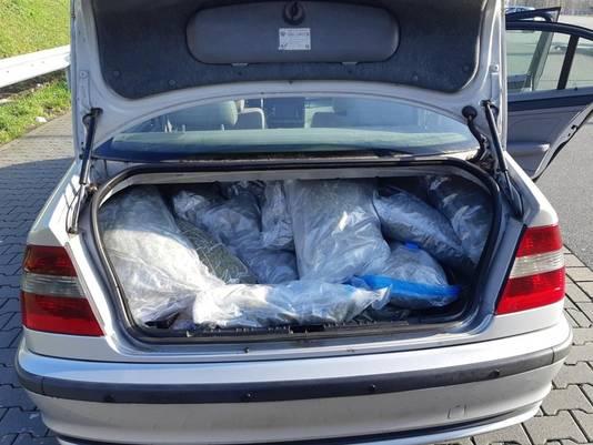 De kofferbak was tot aan de nok toe gevuld met drugs. Foto ter illustratie.