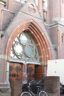 Niet bidden, maar schaatsen in de Gouwekerk