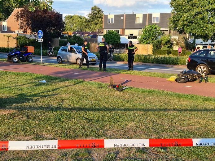 De situatie na het ongeluk op het fietspad waarbij een snorscooter en een quad betrokken waren in Huissen.