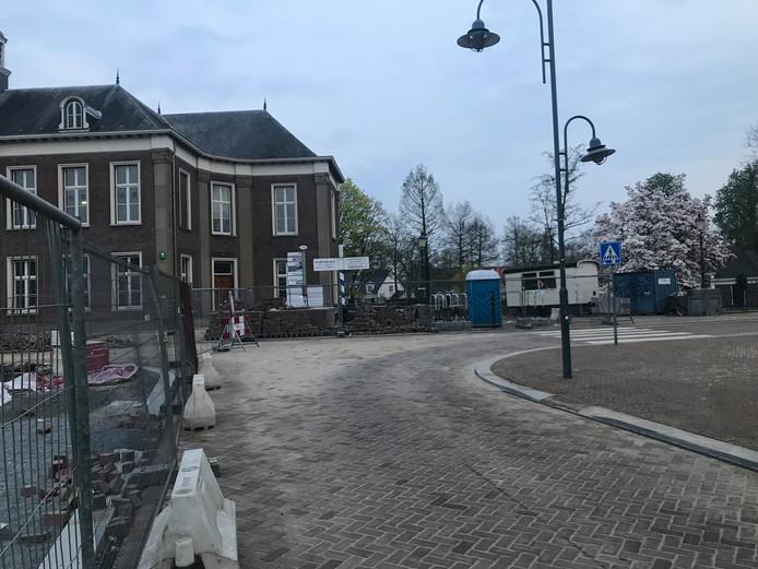 Het weggedeelte tussen de Frisselsteinstraat en de Hoogstraat is weer open voor doorgaand verkeer.