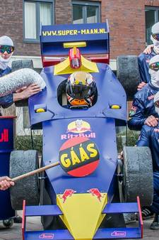 Carnavalsgroep steelt de show als 'Team Verstappen'