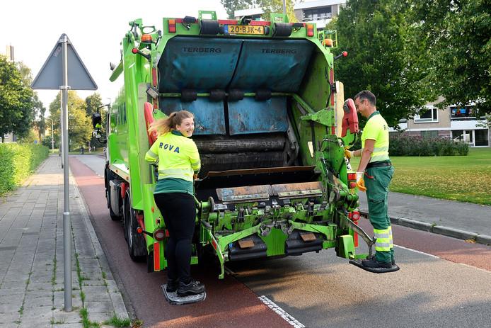 Achterop de vuilniswagen staan, dat heeft verslaggever Rachel van Kommer altijd al eens willen doen.