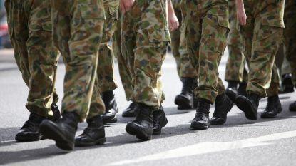 Zo draag je de cargobroeken zonder eruit te zien alsof je naar het leger gaat