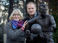 Lia legde legendarisch Bergkamp-moment vast in brons