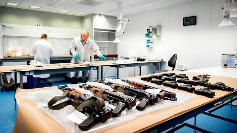 'In Van H.'s huis op Wittenburg lagen een kalasjnikov, elf geweren en een pistool' Beeld anp