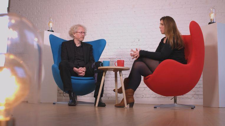 Johan Wets, migratiespecialist aan de KU Leuven, en Charlotte Vandycke, directeur van Vluchtelingenwerk Vlaanderen, in gesprek over het transmigranten-vraagstuk.