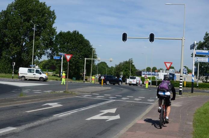 Na de lange files van dinsdag ging het gisteren veel beter, dankzij omleidingen en verkeersregelaars. foto's vincent Krijtenburg