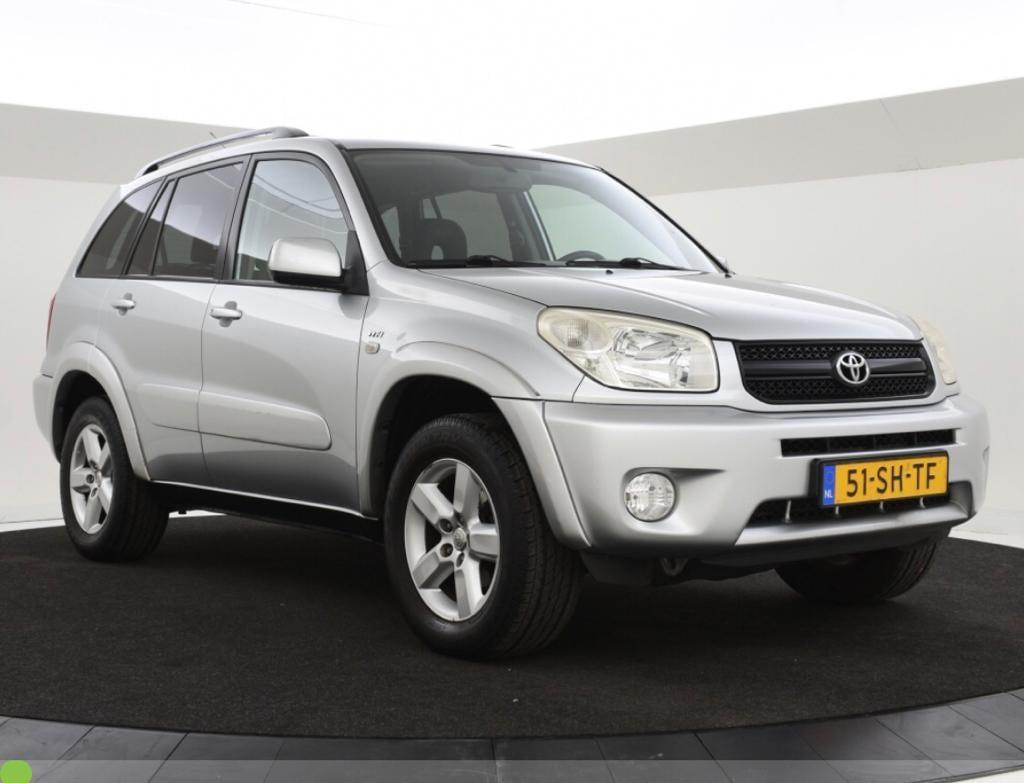 De Toyota van autobedrijf Peterman werd gestolen maar is weer teruggevonden.