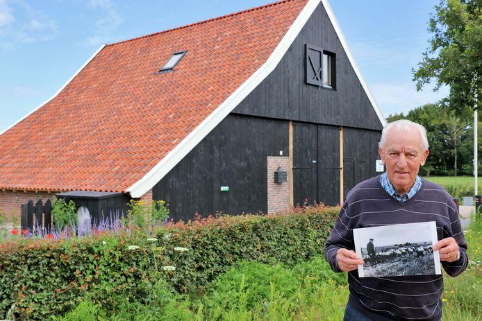 Hendrik Scholten is blij dat het markante skoapskot een mooie herbestemming heeft gekregen bij de schaapskooi aan de rand van het Haaksbergerveen.