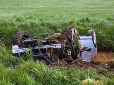 Dronken automobilist verliest macht over het stuur en slaat over de kop in Geffen