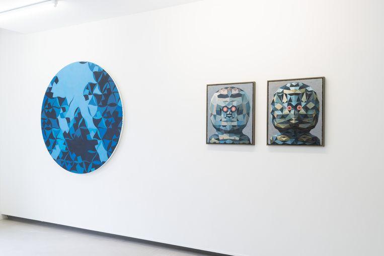 Werk van Hans Roos (links) en Raymond Lemstra. Beeld galerie Bart