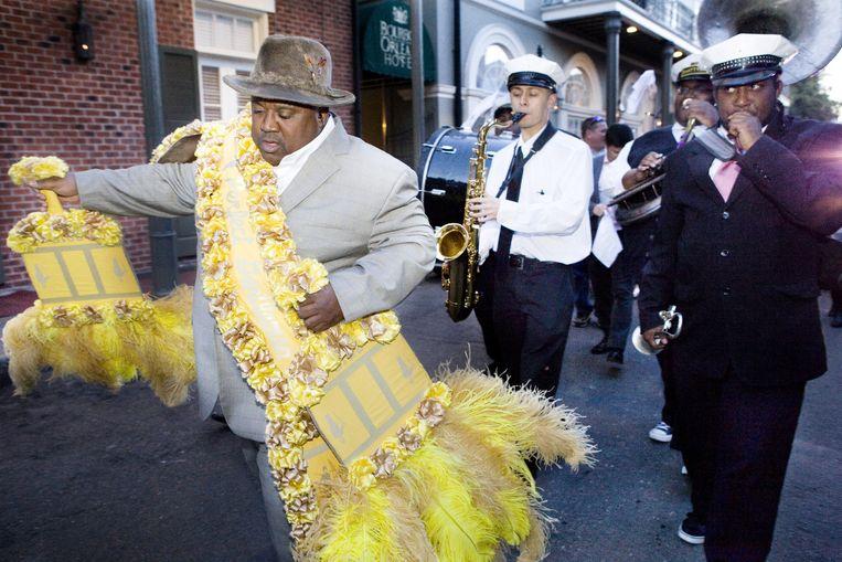 Een brassband op Bourbon Street. Beeld Io Cooman