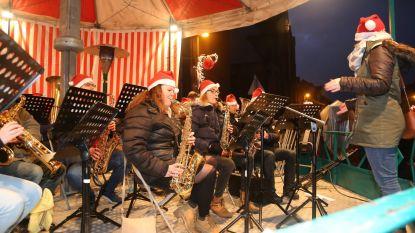 Kerstmarkt met vuurspektakel, kerstman en muziek