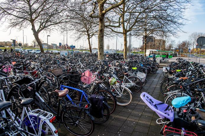De fietsenstalling van SDW bij Capelsebrug.