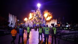 Bezoeker met LSD op urenlang vermist in Disneyland Parijs, zelfs helikopter zoekt mee