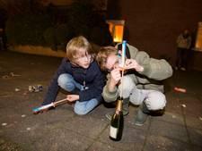 Brandweer Duiven: doe zand in de fles voor vuurpijlen