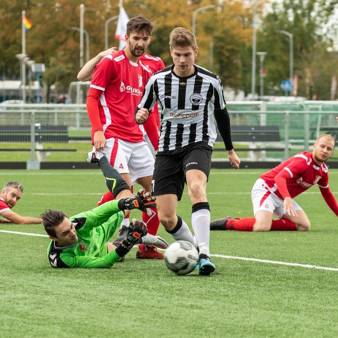 Zwart-Wit'63 won met 4-1 van Rood-Wit'58. Martijn Smits (foto) scoorde een hattrick.