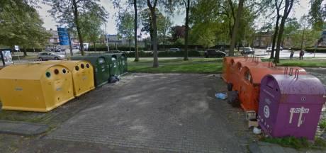 Roosendaalse handhavers slingeren afvaldumpers bij de Jumbo op de bon: 389 euro boete