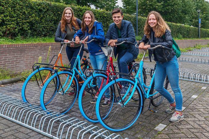 Van links naar rechts: Selene ter Hofstede (18), Elisabeth Deiman (18), Joost Smeets (18) en Renske Huiberts (18).