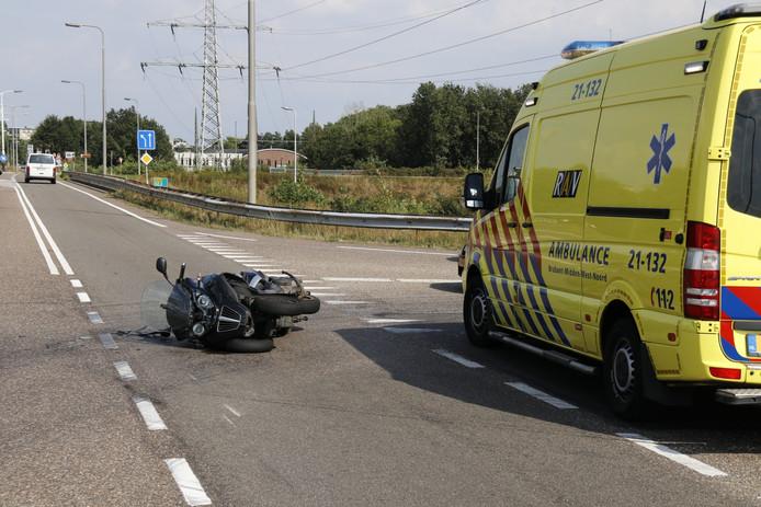 Een motorrijder is in botsing gekomen met een auto in Gennep.