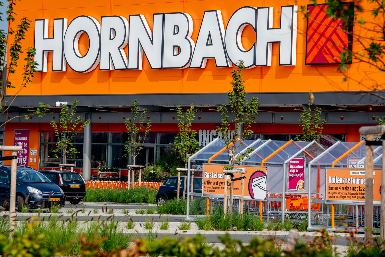 Hornbach heeft al 150 vestigingen in Nederland en wil nu ook in Ressen neerstrijken. Op de foto het filiaal in Zwolle.