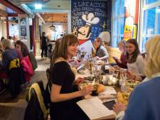Biertjes proeven en eten bij moderne herberg Aogse Markt in Breda