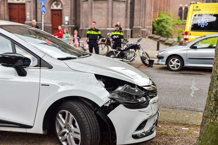 Een motorrijder raakte gewond na een ongeluk in Tilburg.