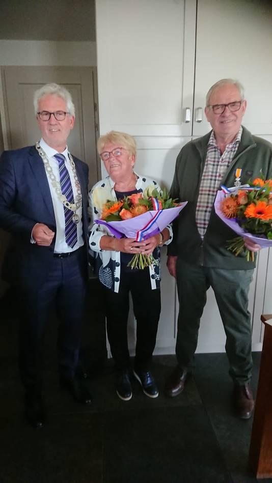 Anneke Knook- de Vrij (73, Fijnaart) - Lid in de Orde van Oranje-Nassau