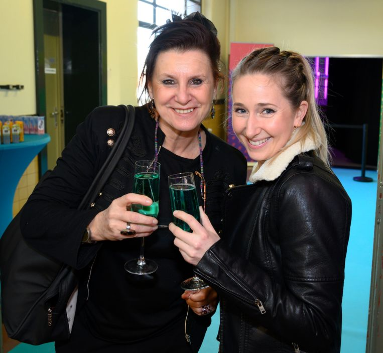 F.C. De Kampioenen-actrice Loes Van den Heuvel en musicalactrice Anne Van Opstal hebben zich kostelijke geamuseerd.