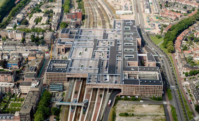 Het nieuwe treinstation in Breda combineert wonen, werken en reizen.