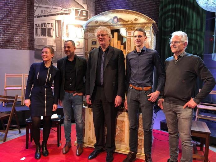 Het nieuw gebouwde Monteverdi-orgel met in het midden organist Krijn Koetsveld bij Podium Witteman.