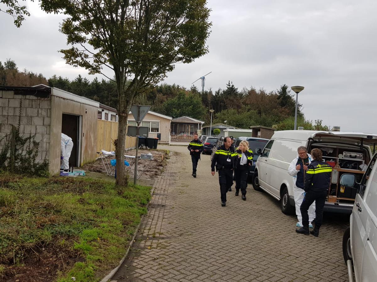 Archieffoto van de aanhouding twee vrouwen Steenbergen in zaak vermissing Johan van der Heyden.