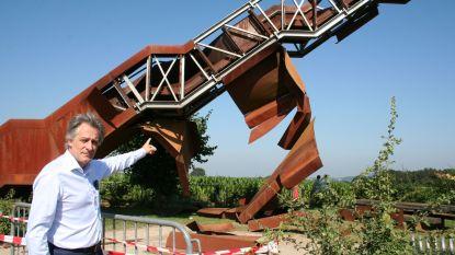 Vlooybergtoren, bekend van Callboys, vernield door explosie en brand