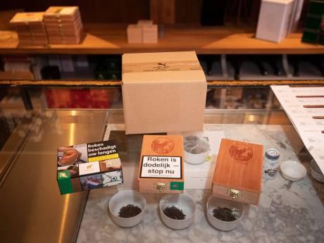 Kampen gaat voorzichtig lobbyen voor behoud cederhouten tabaksdoosjes De Olifant