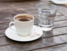 Waarom zou je water drinken bij je koffie?
