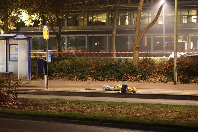 De bushalte waar de vrouw werd aangetroffen.