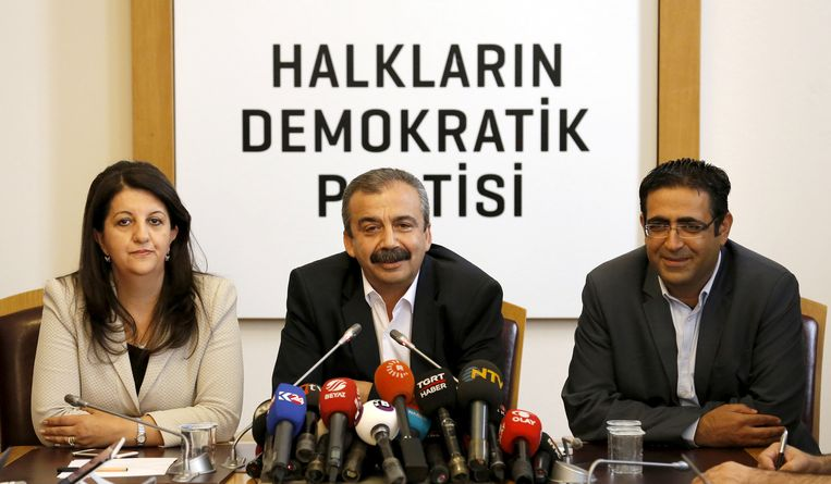 Politici van de HDP tijdens een persconferentie, in juni vorig jaar. Beeld REUTERS