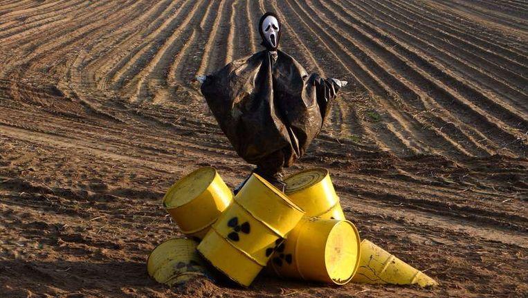 Een door Greenpeace geplaatste anti-kernafval vogelverschrikker in Gorleben, in Duitsland. Beeld null
