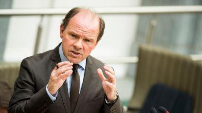 Minister Muyters engageert zich om het 150 dagen in een potje te doen