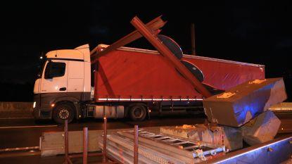 """Weer vrachtwagen tegen hoogtebegrenzer Scheldebrug: """"We kunnen dit niet nóg eerder en duidelijker signaleren"""""""