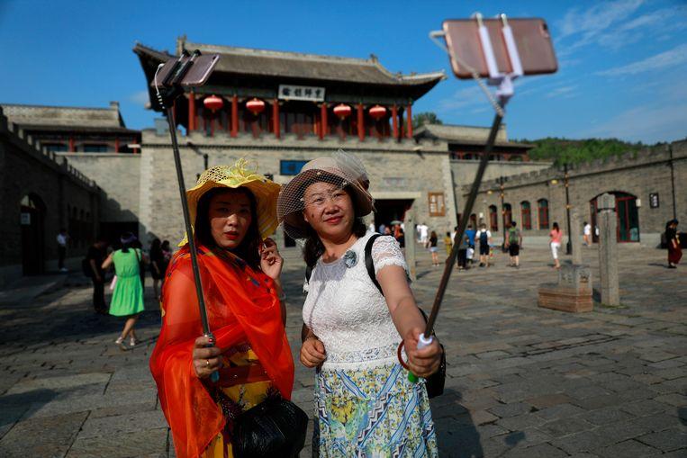 Selfie bij de Chinese Muur. Beeld epa