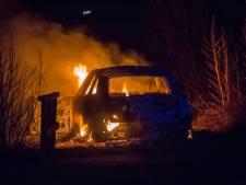 Audi gaat in vlammen op in Nieuwer Ter Aa