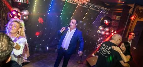 Zenuwachtige Brabo Turk presenteert nieuwe single in zaal Adelaars