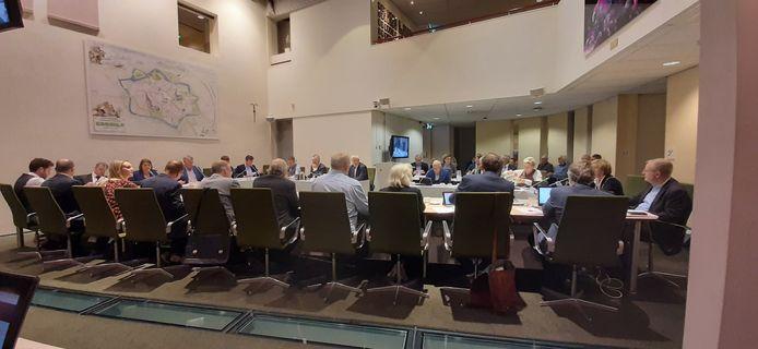 De gemeenteraad bijeen in Groenlo.