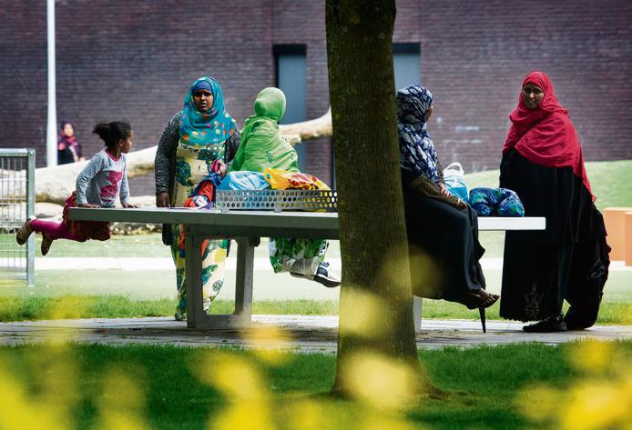 Archieffoto van Somaliërs in Tilburg. De vrouwen op de foto komen niet voor in dit verhaal.