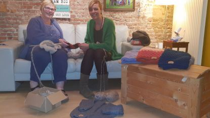 Buurvrouwen breien en haken erop los voor het goede doel